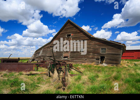 Abandoned farm buildings, near Leader, Saskatchewan, Canada - Stock Photo