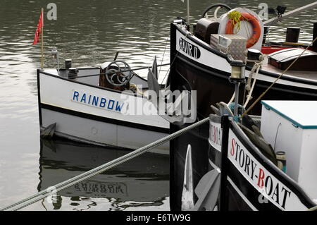 CONFLANS, FRANCE-BARGE BOWS - THREE CARGO PENICHES MOORED ON THE RIVERBANK. PHOTO:JONATHAN EASTLAND/AJAX - Stock Photo