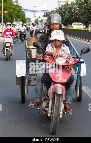Traffic in Phnom Penh city centre, Cambodia - Stock Photo