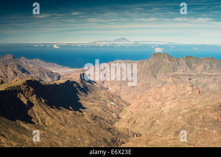 View westwards down the huge Barranco de Tejeda, with Teide Volcano, Tenerife, in the distance, from the Roque Nublo - Stock Photo