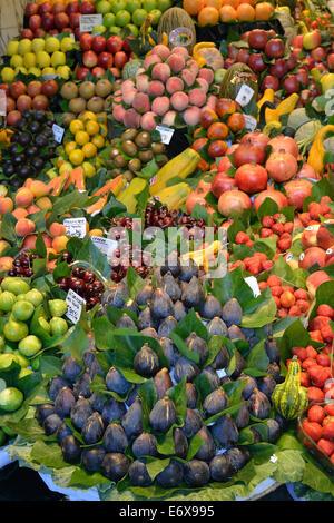 Fruit at a stall in the market hall, Mercat de la Boquería, also Mercat de Sant Josep, Barcelona, Catalonia, Spain - Stock Photo