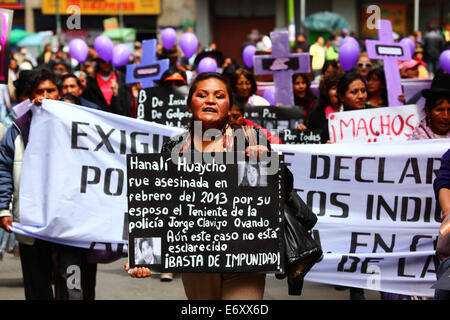 La Paz, Bolivia, 1st September 2014. A Womens Rights activist carries a placard remembering Hanali Huaycho during - Stock Photo