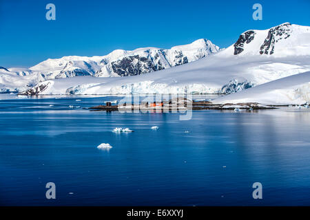 González Videla Chilean Base, on the Antarctic mainland's Waterboat Point in Paradise Bay. It is now an 'inactive' - Stock Photo