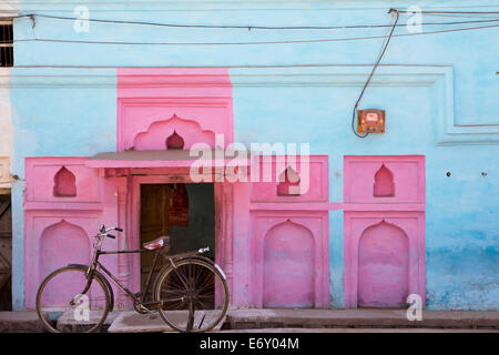 Old bike in front of colorful facade, Khajuraho, Madhya Pradesh, India - Stock Photo