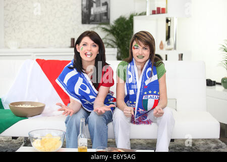 Two women about to watch Italy play football - Stock Photo