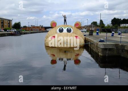 London, UK. 2nd September, 2014. Dutch Artist Florentijn Hofman's new sculpture Commission arrives in Docklands - Stock Photo