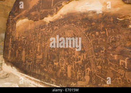 USA, Utah, near Emery, Rochester Petroglyph Panel, contains both Barrier Canyon style and Fremont style elements - Stock Photo
