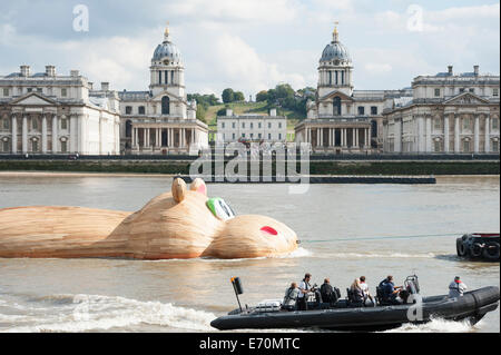 Greenwich, London, UK. 2nd September 2014. A giant hippo sculpture named HippopoThames, is towed up the river Thames - Stock Photo