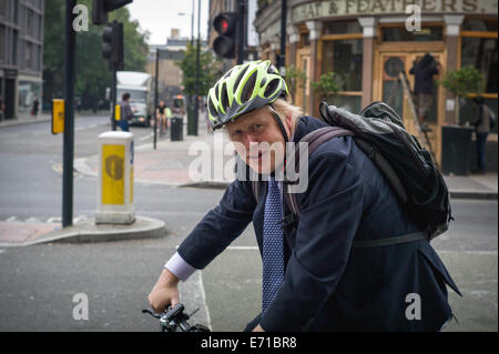 London, UK. 3rd September, 2014. Mayor of London, Boris Johnson on his way to work on his bicycle. Goswell Road, - Stock Photo