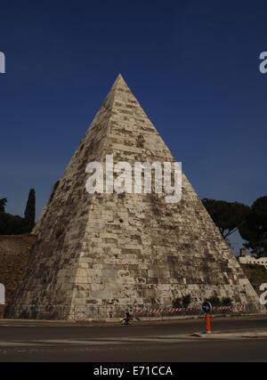 Italy. Rome. Pyramid of Cestius. 12 BC. - Stock Photo