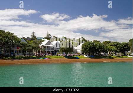 Homes built along the Bay of Islands at the town of Russell, North Island, New Zealand. - Stock Photo