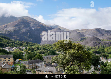 Industrial landscape with Penrhyn slate quarry and spoil heaps above houses in town on edge of Snowdonia National - Stock Photo