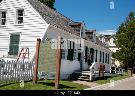 USA, Michigan, Market Street, Mackinac Island. Historic Biddle House, the oldest house on the island dating back - Stock Photo
