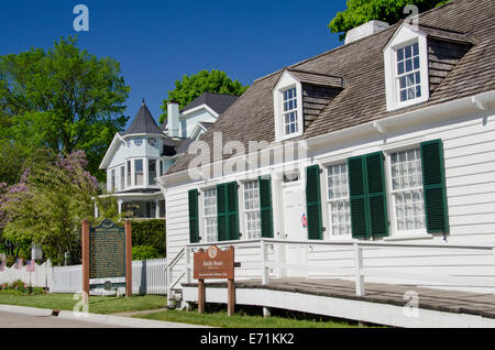 USA, Michigan, Market Street, Mackinac Island. Biddle House, the oldest house on the island. Built in the Quebec - Stock Photo