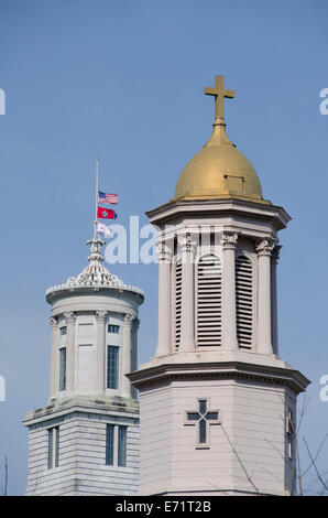 USA, Tennessee, Nashville. Tennessee State Capitol, and the St. Mary of the Seven Sorrows Catholic Church tower, - Stock Photo