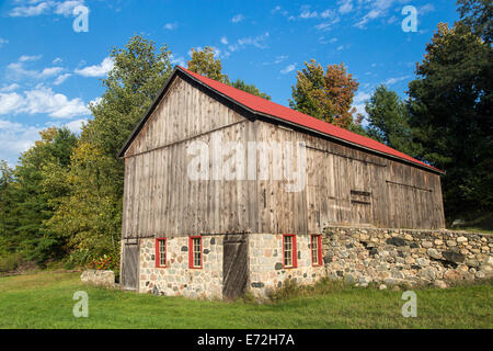 Rustic wooden barn built in 1906 on the Old Mission Peninsula near Traverse City, Michigan, USA. - Stock Photo