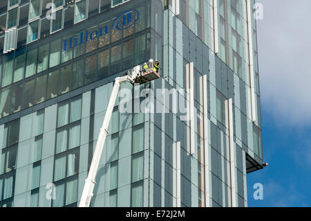 Maintenance workers in an access platform cradle at the Beetham Tower building, Manchester, England, UK. - Stock Photo
