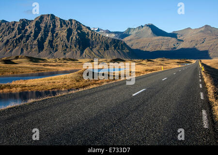 A remote country road near Hofn in southern Iceland. - Stock Photo