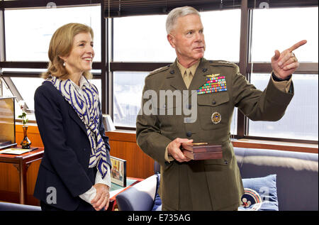 Commandant of the U.S. Marine Corps Gen. James F. Amos speaks with U.S. Ambassador to Japan Caroline Kennedy during - Stock Photo