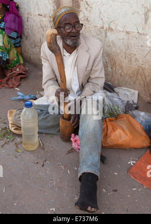 Old Man Without Teeth Crashing Some Qat In The Street, Harar, Ethiopia - Stock Photo