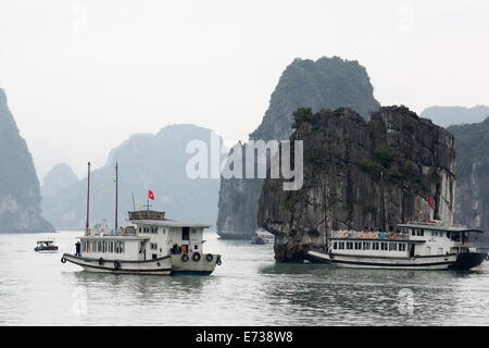 Chinese junk in Halong Bay, UNESCO World Heritage Site, Vietnam, Indochina, Southeast Asia, Asia - Stock Photo