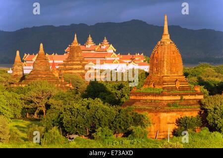 Temples on Bagan plain, Bagan (Pagan), Myanmar (Burma), Asia - Stock Photo