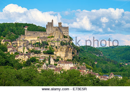 Chateau of Beynac-et-Cazenac castle and town overlooking Dordogne River valley, Dordogne Department, Aquitaine, - Stock Photo