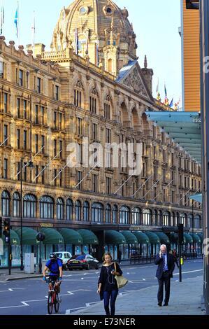 Harrods department store, Knightsbridge, London, England - Stock Photo