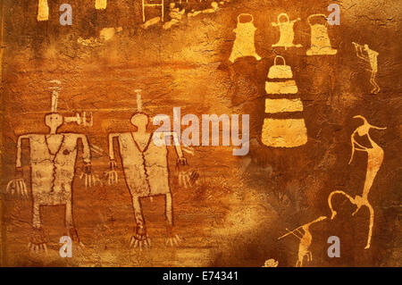 Replicas of Anasazi (Ancestral Puebloans) petroglyphs and pictographs, Edge of the Cedars Museum and State Park, - Stock Photo