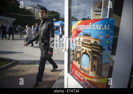 ITAR-TASS: MOSCOW, RUSSIA. SEPTEMBER 4, 2014. Moscow is decorated ahead of city day celebration. (Photo ITAR-TASS/ - Stock Photo