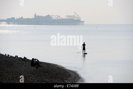 Brighton, Sussex, UK. 7th Sep, 2014. Weather: A paddle boarder glides along Brighton beach in beautiful warm sunshine - Stock Photo