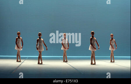 St. Petersburg, Russia. 6th Sep, 2014. Students of the Vaganova Ballet Academy perform in a scene of Vyacheslav - Stock Photo