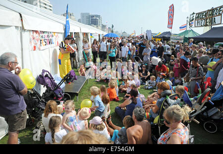 Brighton, Sussex, UK. 7th Sep, 2014. Crowds and children enjoy the weather at the Brighton and Hove Autumn Food - Stock Photo