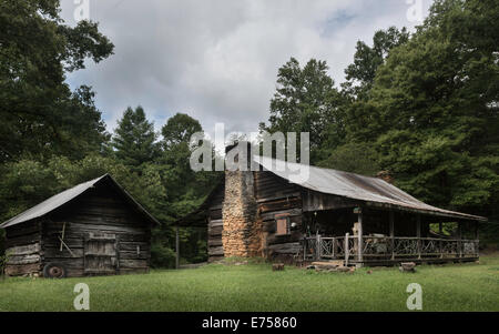 Early homestead log cabin in the Great Smoky Mountains near the town of Blue Ridge, Georgia, USA. - Stock Photo