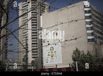 Tehran, Iran. 7th Sep, 2014. A mural with portraits of Iran's Late Leader Ayatollah RUHOLLAH KHOMEINI (L), Martyrs - Stock Photo