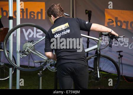 Mending bike in Liverpool, Sky Ride repair Merseyside, UK 7th September, 2014. The first SkyRide Halfords Cycle - Stock Photo
