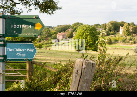 View of Ewelme, Oxfordshire, England, GB, UK, from the Chiltern Way footpath. - Stock Photo