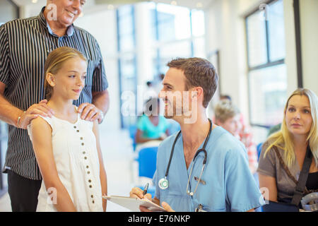 Nurse talking to patient in hospital - Stock Photo