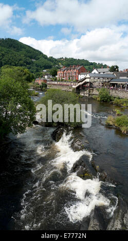 A view of Llangollen railway station and the River Dee in  Denbighshire, North Wales, UK  KATHY DEWITT - Stock Photo