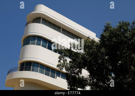 A curved facade of an old building in Bauhaus architecture style in Yavneel street downtown Tel Aviv Israel. Tel - Stock Photo