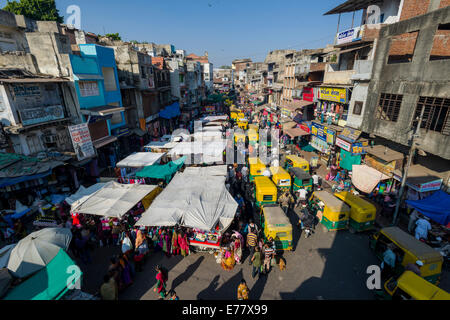 A crowded street with shops and traffic jam in the old city market area, Ahmedabad, Gujarat, India - Stock Photo