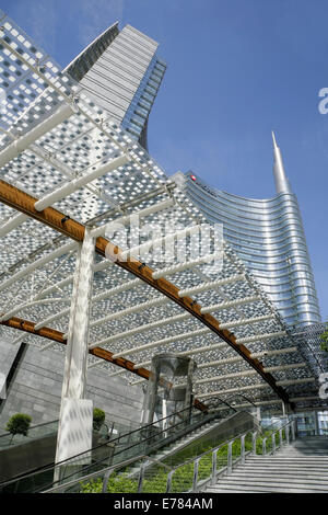 The 231m Torre Unicredit (Unicredit Tower), designed by Cesar Pelli, Porta Nuova, Milan, Italy. - Stock Photo