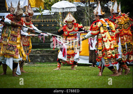 Jakarta, Indonesia. 9th Sep, 2014. Dancers perform during a ceremony of Pujawali in Bogor of West Java Province, - Stock Photo