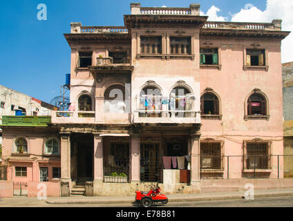 Vintage apartment building in Havana, Cuba - Stock Photo