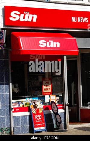 News agent shop with Sun newspaper logo - Stock Photo