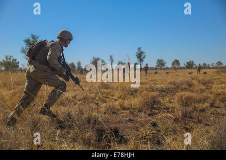 U.S. Marines with Alpha Company, 1st Battalion, 5th Marine Regiment, Marine Rotational Force-Darwin assault an enemy - Stock Photo