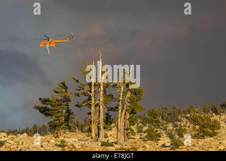 Yosemite National Park, California, USA. 7th Sep, 2014. An Aircrane helicopter, used to battle the Meadow Fire in - Stock Photo