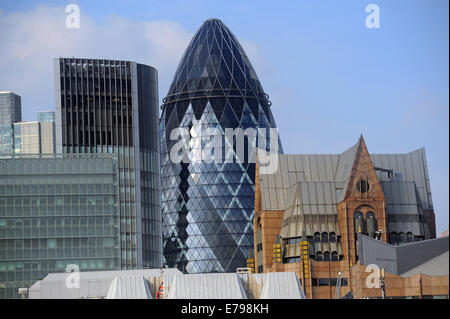 London, UK, 09 September 2014, screen to prevent reflection of the sun on the Walkie Talkie building , 20 Fenchurch - Stock Photo