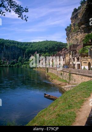 River Dordogne La Roque-Gageac Perigord France - Stock Photo