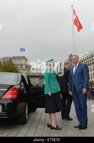 Berlin, Germany. 10th Sep, 2014. Queen Margrethe II of Denmark and Berlin's acting mayor Klaus Wowereit visit Pariser - Stock Photo